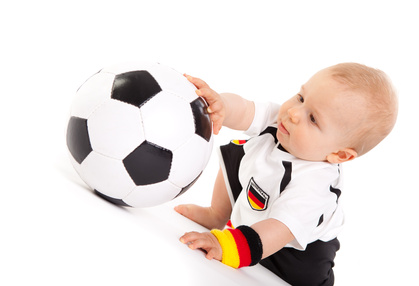 Kleiner Fussballer im Trikot © drubig-photo - Fotolia.com