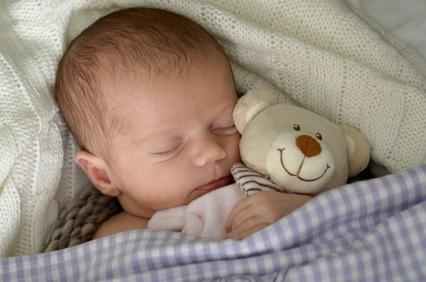 Baby mit Teddybär © S.Kobold - Fotolia.com