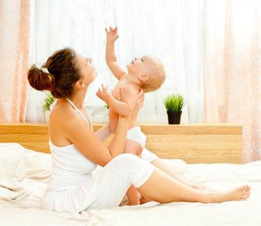 Mutter und Tochter spielen © Svetlana Fedoseeva - Fotolia.com