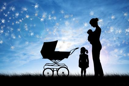 Mutter mit Kindern und Kinderwagen © adrenalinapura - Fotolia.com