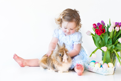 Mädchen mit Kaninchen © famveldman - Fotolia.com