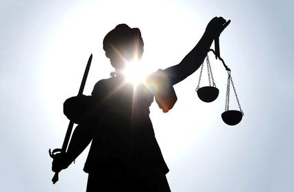 Gerechtigkeitsgöttin © helmutvogler - fotolia.com