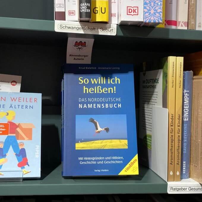 """Das Buch """"So will ich heißen!"""" in der Buchhandlung Heymann"""